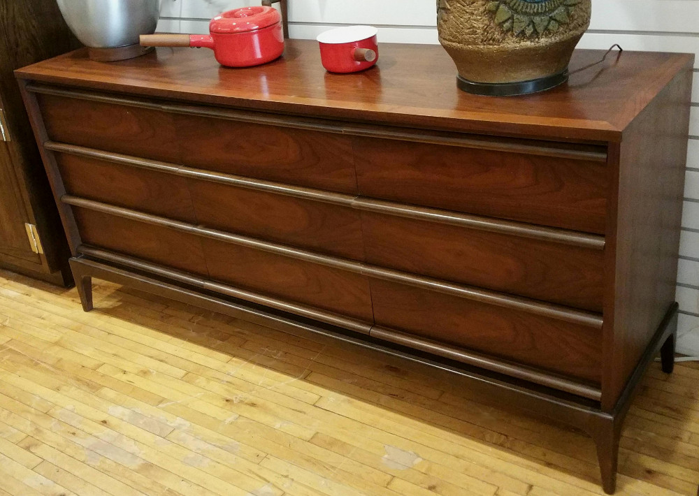Lane Rhythm Chest of Drawers/Credenza