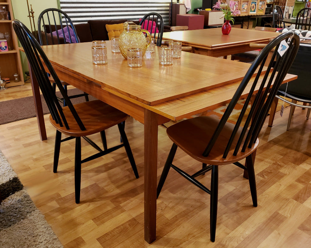Danish Modern Teak Dining Table Selfcontained Leaves