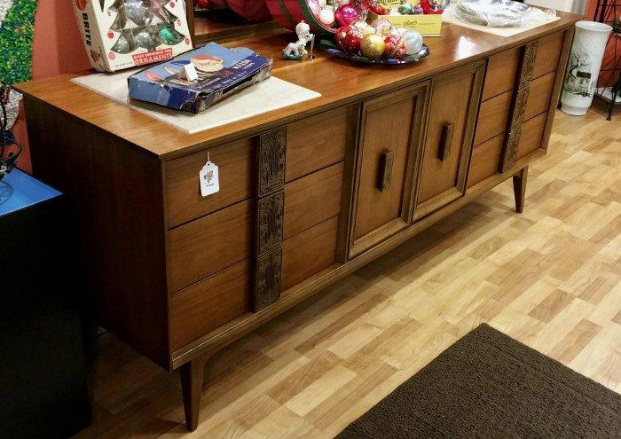 Bassett 'Mayan' 9 Drawer Dresser / Credenza