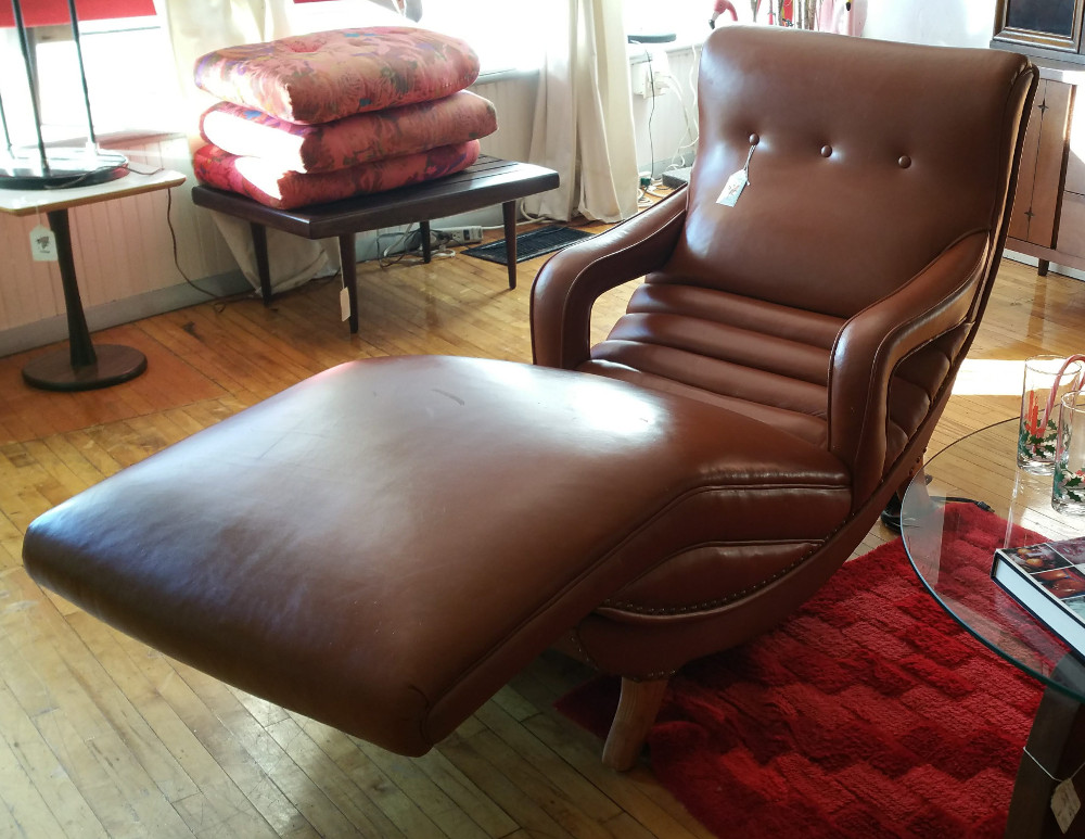 Vintage Contour Lounge Chair